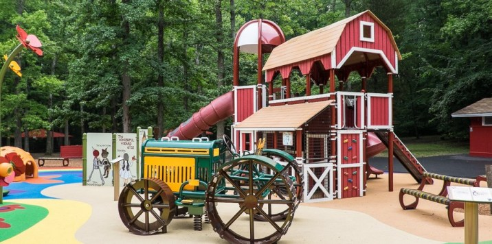 Wizard of Oz Tractor and Barn